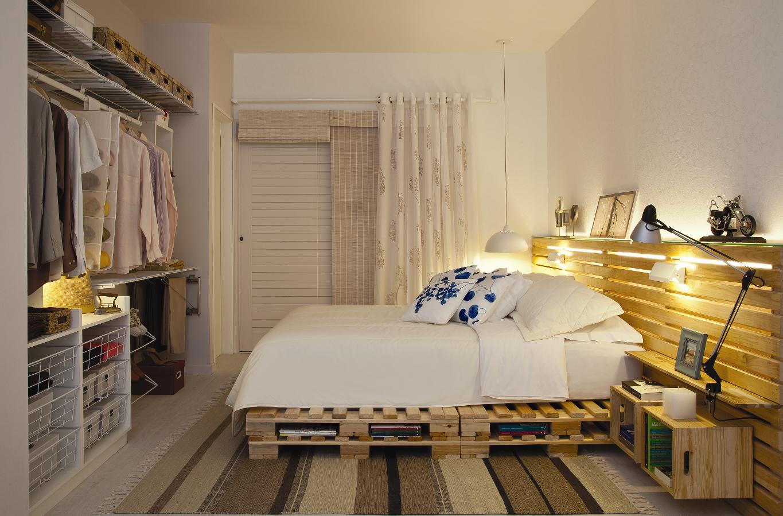 No quarto do casal, o uso de cor é aparente, porém mais sutil: os
